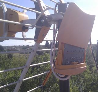 Amplificador de mástil colocado en antena